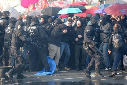 Uliczny protest we Frankfurcie nad Menem