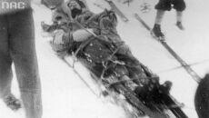 Transport uratowanego do schronicka, 1934 (Narodowe Archiwum Cyfrowe)