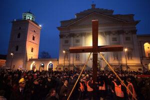 Tysiące warszawiaków na Drodze Krzyżowej