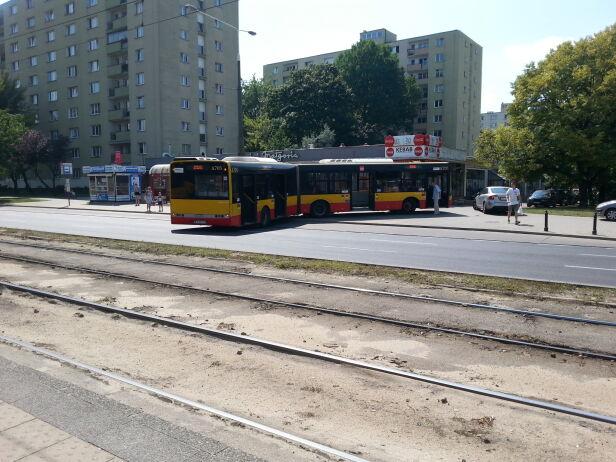 Autobus stanął w poprzek al. Jana Pawła II Andrzej Rejnson / tvnwarszawa.pl