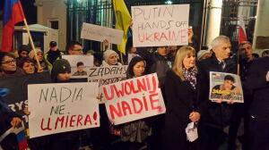 """""""Uwolnić Sawczenko"""" przed ambasadą Rosji"""