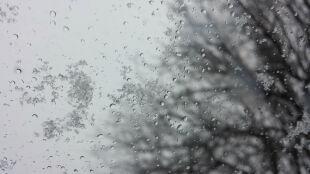 Pogoda na dziś: dzień pod znakiem deszczu ze śniegiem i silnego wiatru