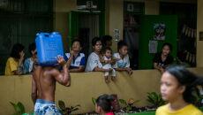 Ewakuacje na Filipinach (PAP/EPA/BASILIO H. SEPE / HANDOUT)